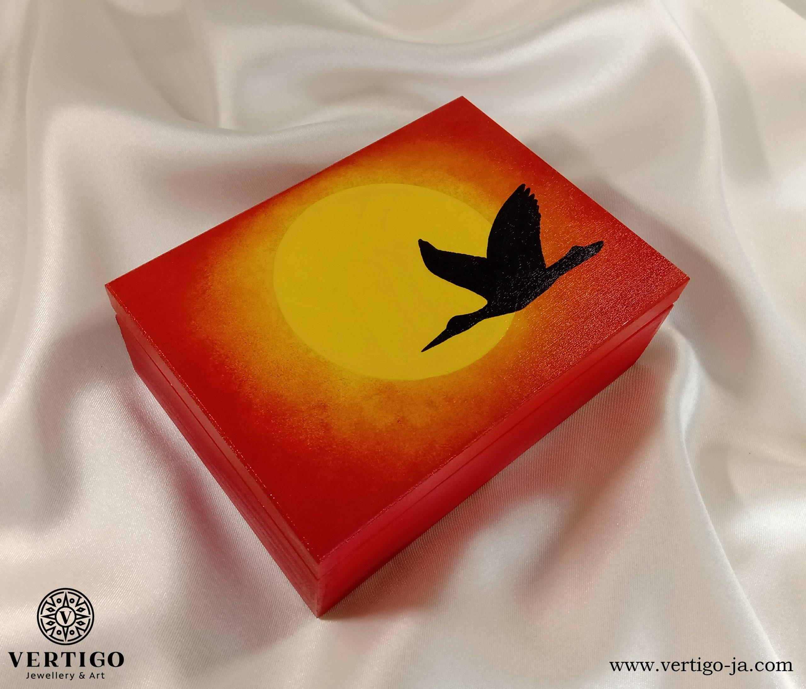 Drewniane pudełko - Bocian na tle wschodzącego słońca