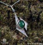 nowoczesna-srebrna-zawieszka-z-zielonym-kamieniem-szmaragd-na-korze
