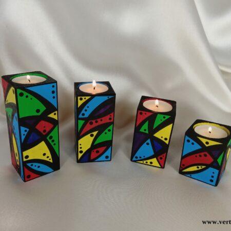 Komplet drewnianych świeczników z kolorową mozaiką