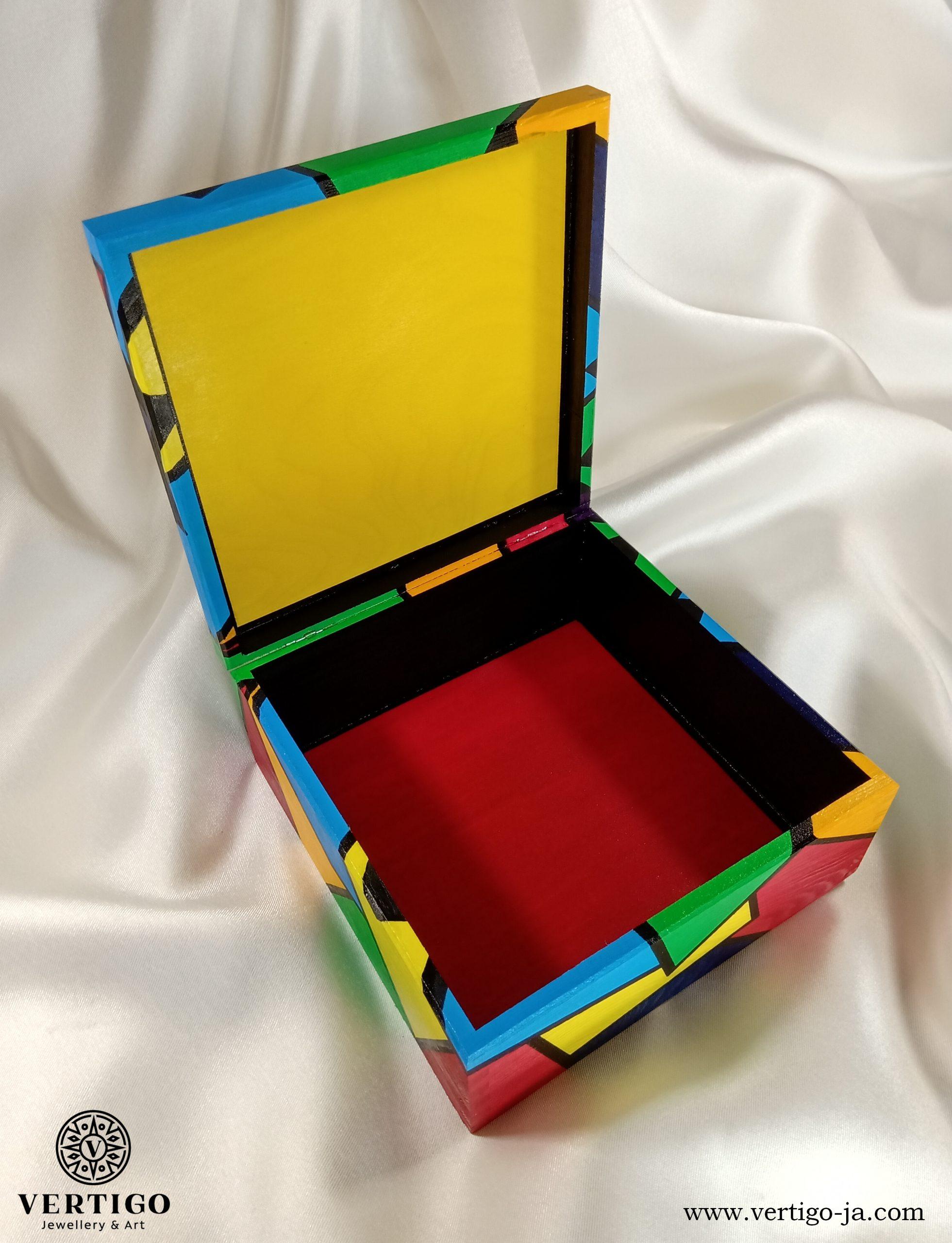 Wnętrze pudełka Kolorowa Grafika z Abstrakcyjnym Motylem