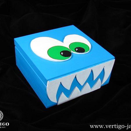 Drewniane pudełko niebieski potwór z zębami