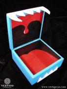 Środek pudełka z niebieskim potworem - gardło