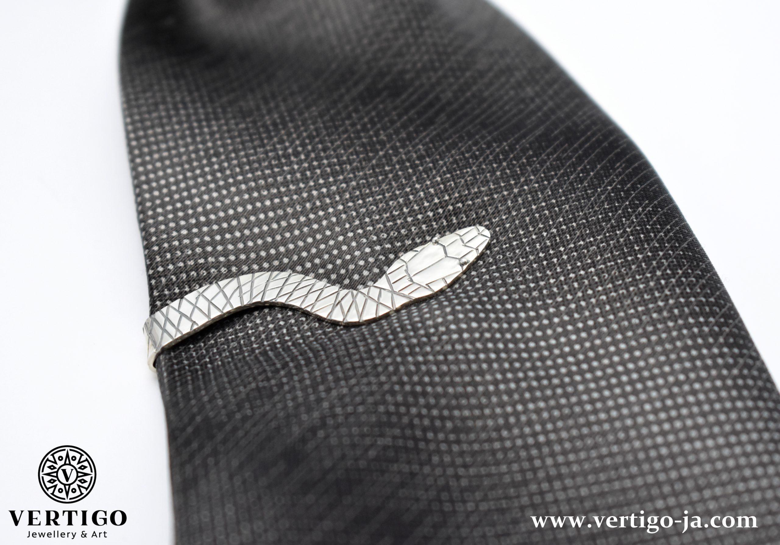 srebrna-spinka-czarny-krawatowa-waz-bizuteria-meska-czarny-krawat
