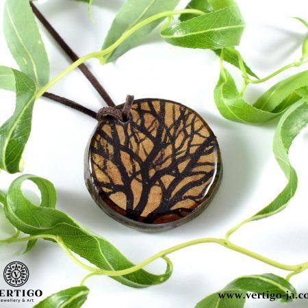 Wisiorek z żywicą Gałęzie na drewnie