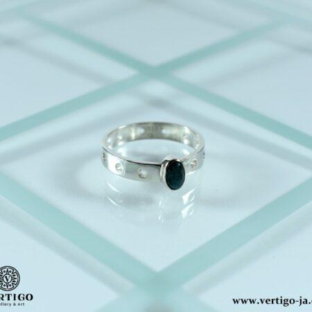 Srebrny pierścionek z naturalnym kuprytem