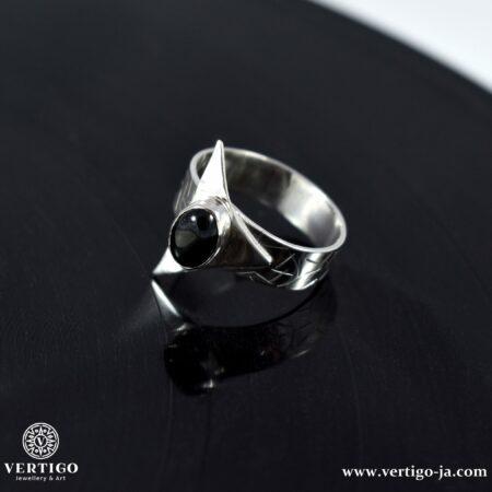Srebrny pierścień z obsydianem tęczowym