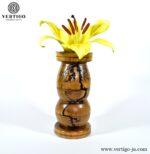 Drewniany ręcznie toczony i wypalany prądem wazon Zambezi