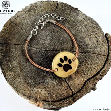 Ręcznie robiona drewniana bransoletka z kocią łapką