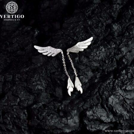 Srebrne nausznice skrzydła z wiszącym na łańcuszku piórkiem - potrzebna 1 dziurka w uchu