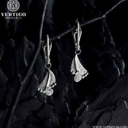 Srebrne abstrakcyjne kolczyki z zapinanymi na zatrzask biglami - jasne i ciemne srebro 0,925