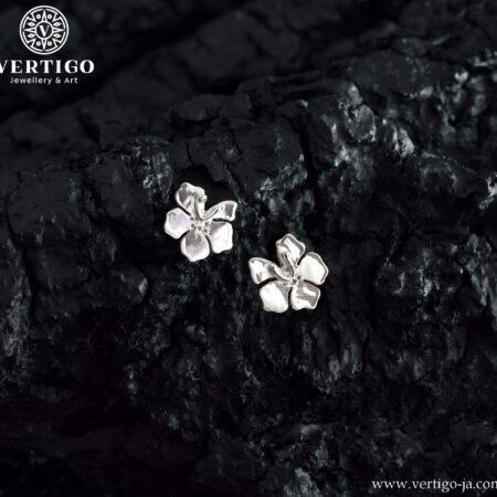 Srebrne kolczyki z tropikalnymi kwiatami zapinane na zatyczki (sztyfty)