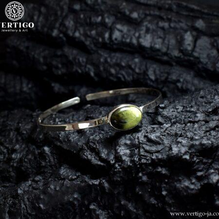 Srebrna regulowana bransoleta z owalnym naturalnym kamieniem chita