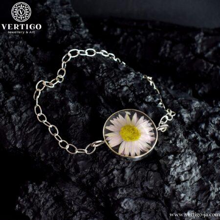 Srebrna bransoletka z żywicą i kwiatkiem - kocanka ogrodowa - handmade
