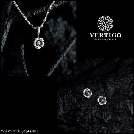 Srebrny 2 częściowy komplet biżuterii z kwiatuszkami - małe oksydowane kwiatuszki - kolczyki i zawieszka