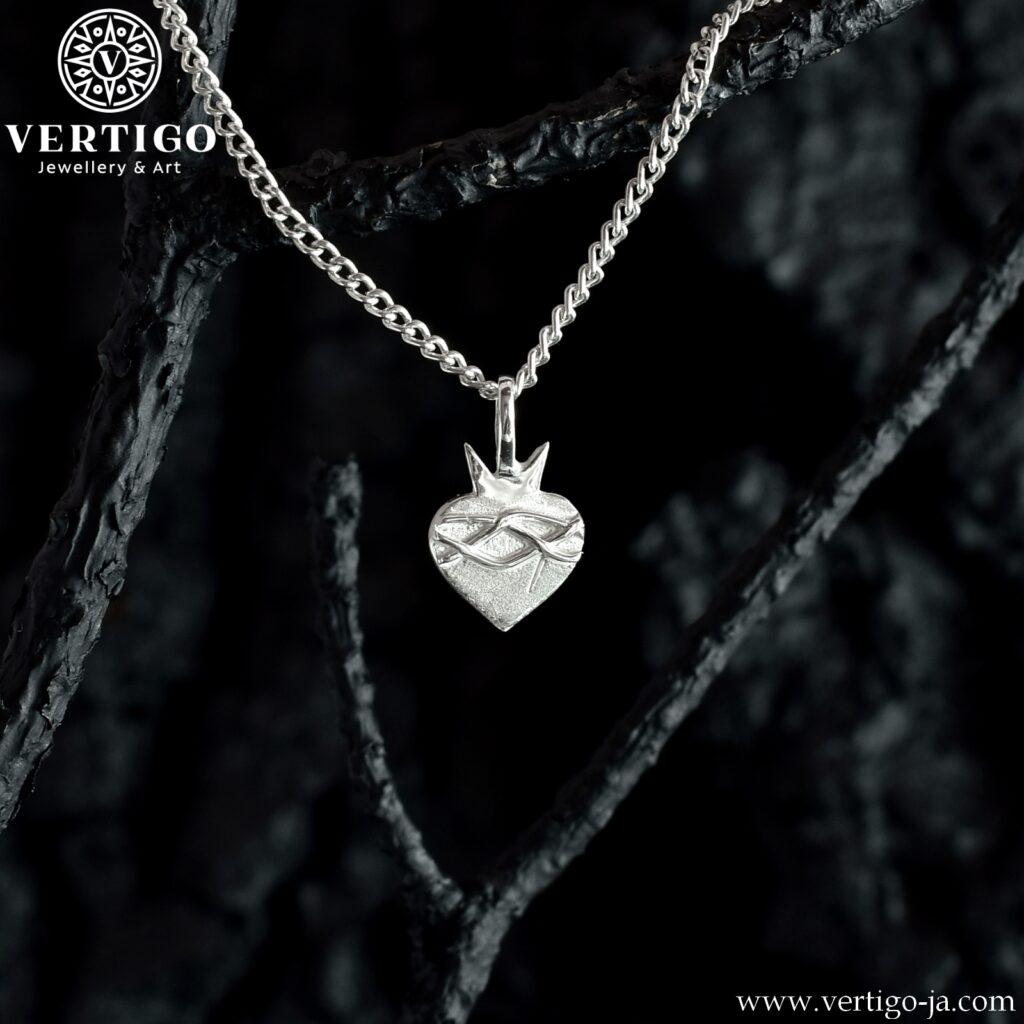Srebrny medalik z Sercem Jezusa z koroną cierniową - handmade