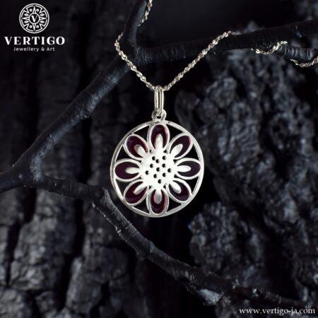 Okrągła mandala - srebrna zawieszka z fioletową żywicą