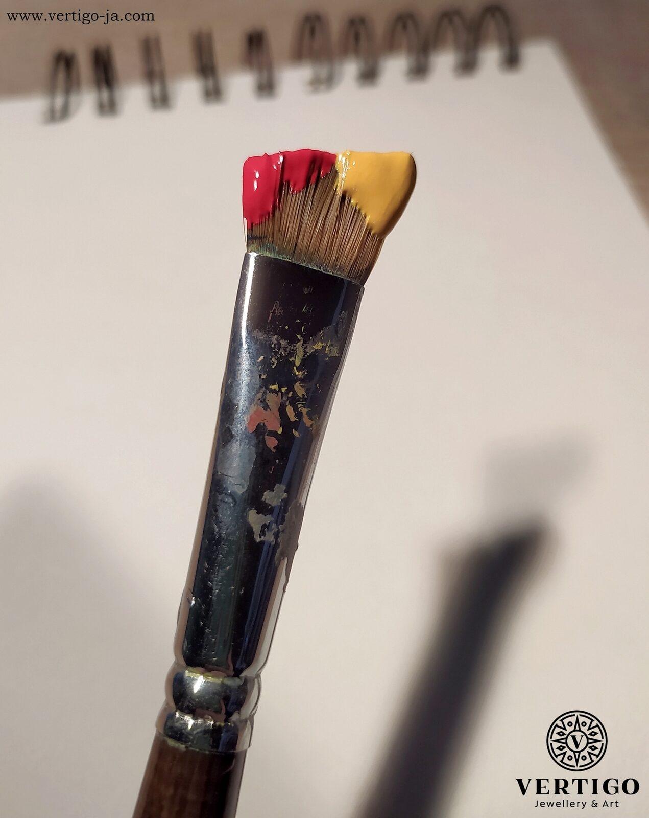 Nałożenie farby na pędzel przy one stroke painting