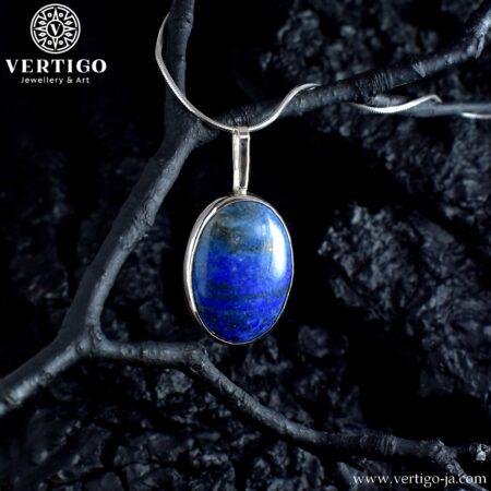 Duża, srebrna zawieszka z owalnym, naturalnym lapis lazuli w prostej, polerowanej oprawie