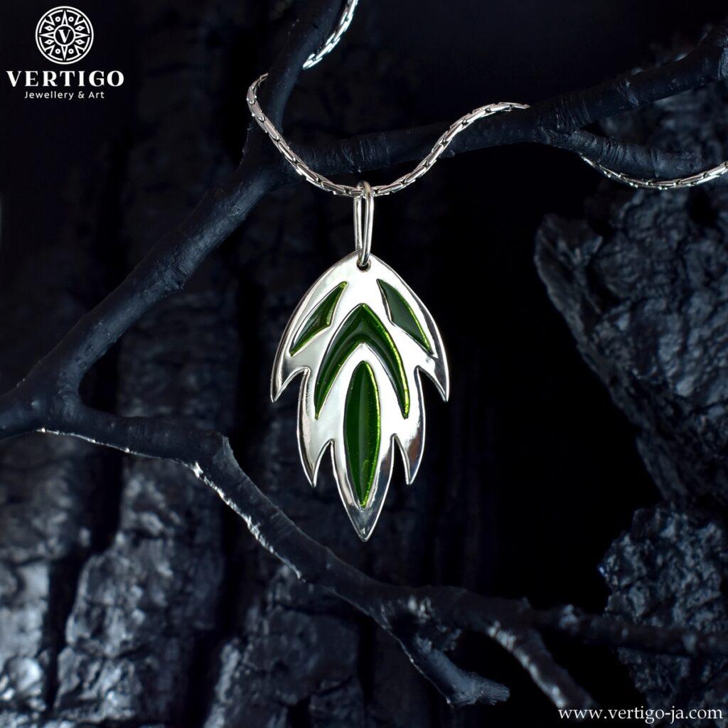 Wisiorek inspirowany tatuażem liścia z zieloną żywicą - męski i damski wisiorek