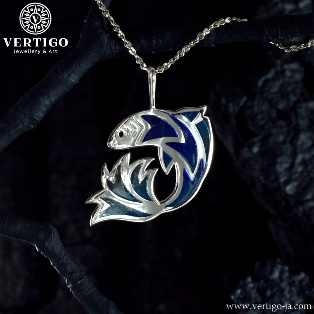 Srebrny wisiorek Ryba z niebieską żywicą - wisiorek handmade