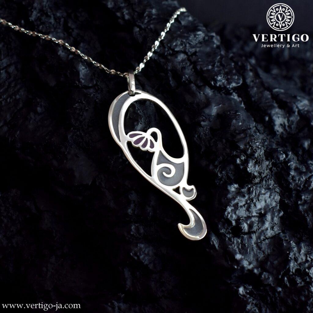 Srebrna zawieszka z kwiatem i esamifloresami inspirowana secesyjna biżuterią