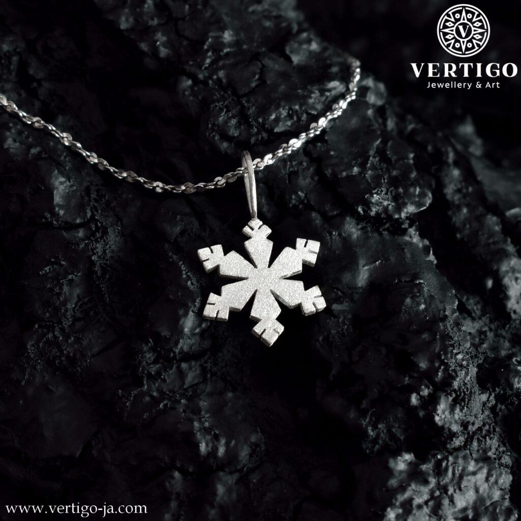 Wisiorek płatek śniegu z fakturowanego srebra próby 0,925