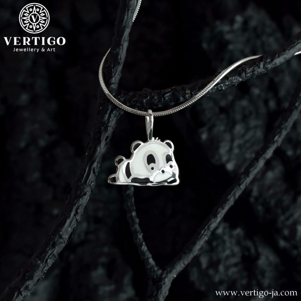 Srebrny wisiorek Panda - uroczy czarno-biały miś z żywicą - ręcznie robiony