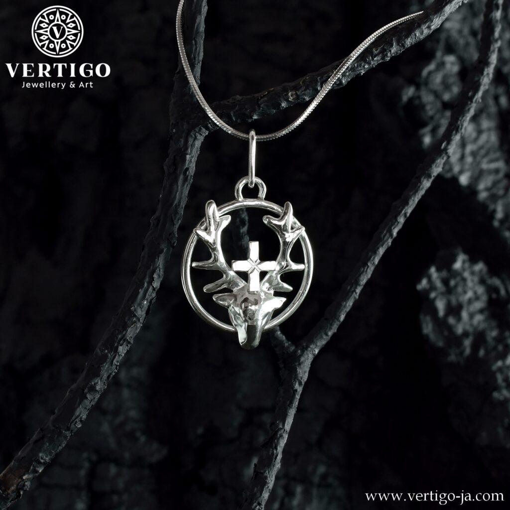 Wisior z symbolem św. Huberta - srebro pr. 925 - jeleń z krzyżem pomiędzy porożem na okręgu