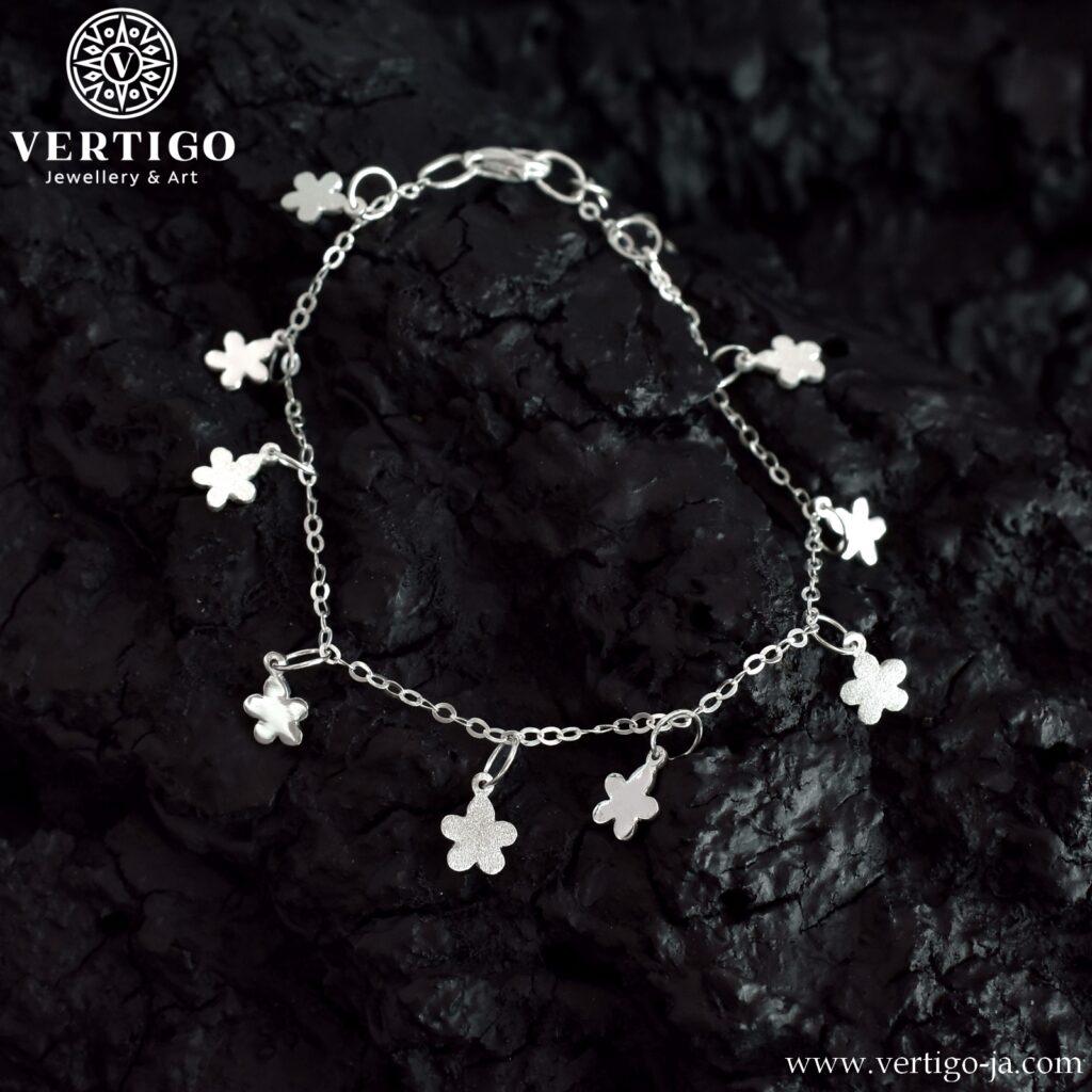 Bransoletka z małymi kwiatuszkami polerowanymi i diamentowanymi z możliwością regulacji- srebro 0,925