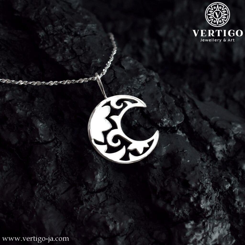 Srebrna zawieszka księżyc - gotycki, ażurowy sierp księżyca o polerowanej powierzchni